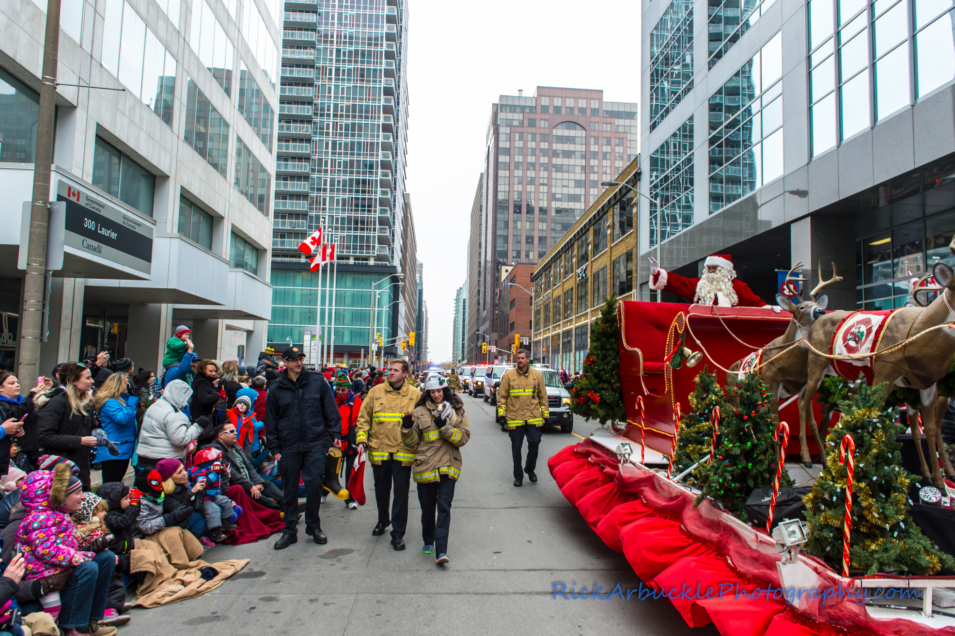 Help Santa Toy Parade 2016 11 19  086