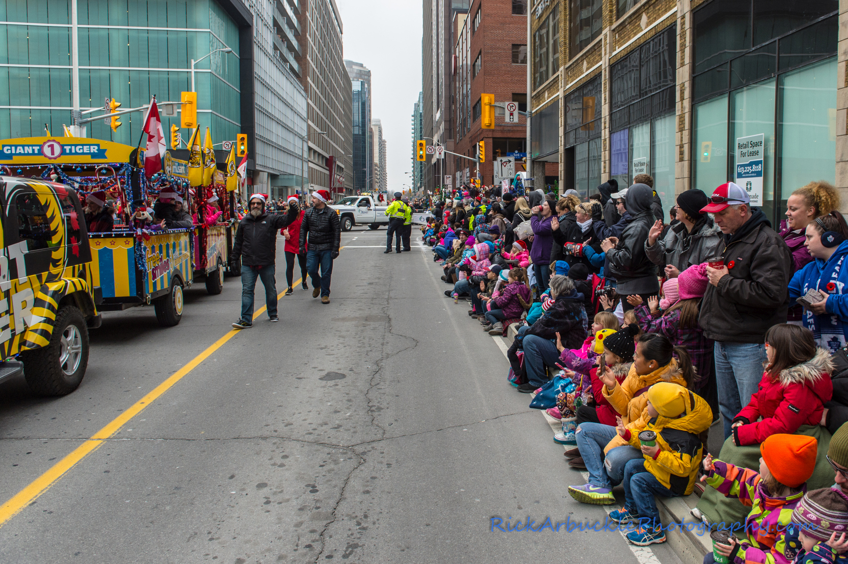 Help Santa Toy Parade 2016 11 19  005