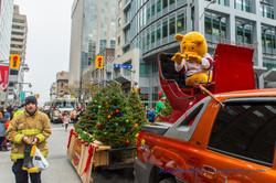 Help Santa Toy Parade 2016 11 19  031