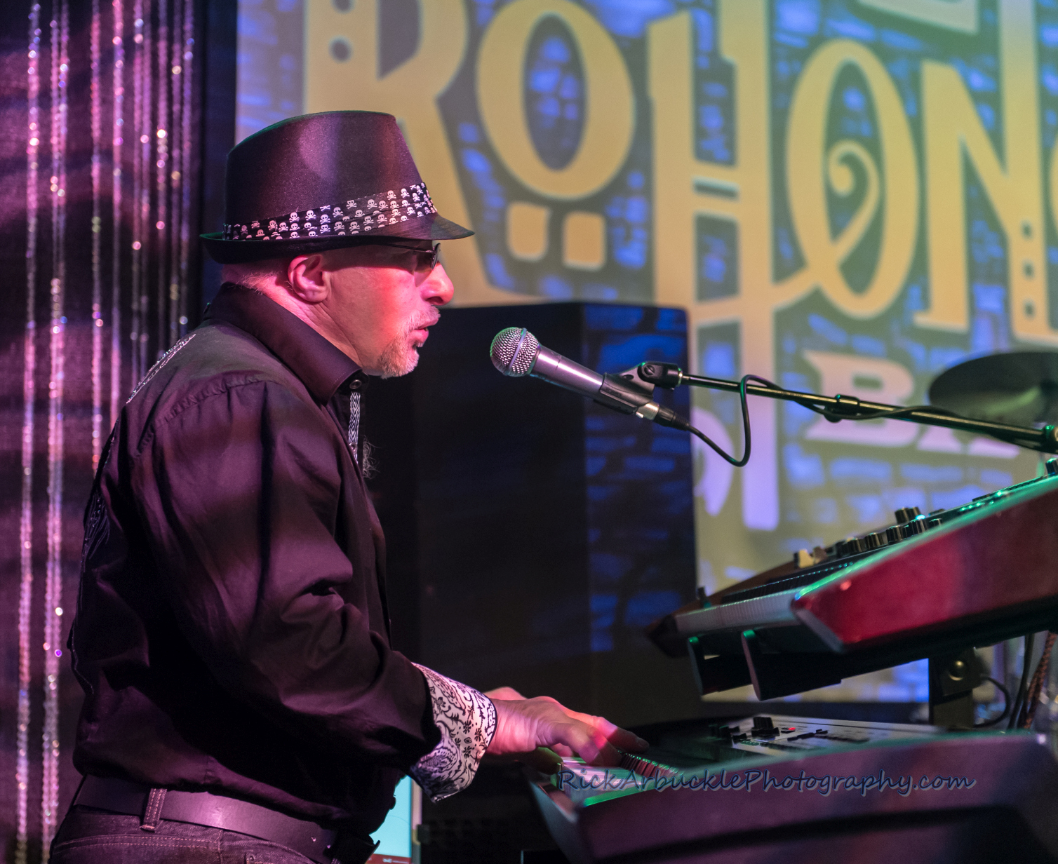 Leslie Rohonczy Band - Greenfield's 2016 12 09  09