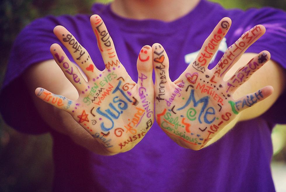 hands-423794_Fotor.jpg
