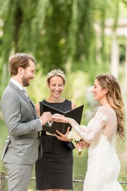 Wedding elopement in Parc Monceau
