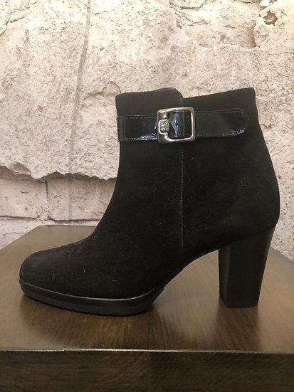 Confort Black Suede Booties NEW