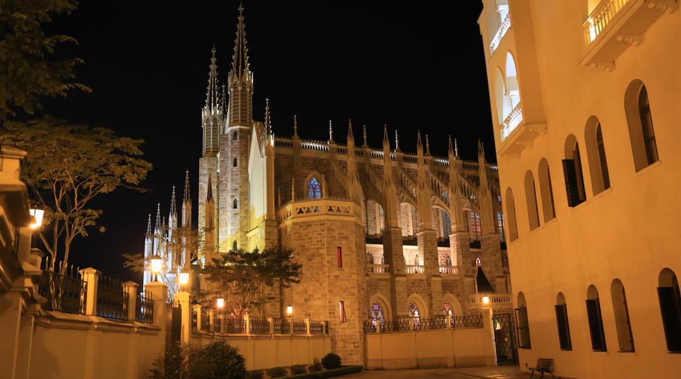 Basílica de Cotia iluminada.JPG