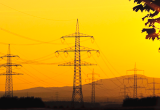 26 millones de latinoamericanos no pueden leer este post ¿Cómo conectarlos a la red eléctrica?