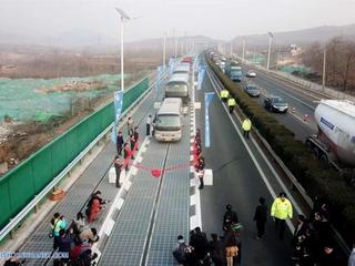 CHINA abre en pruebas la primera autopista solar del mundo