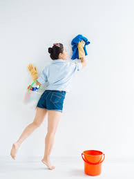 How to Get Stains & Grease Off Walls