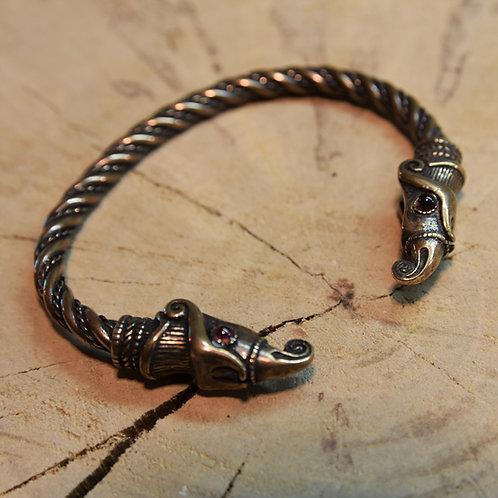 Huginn and Muninn, bronze