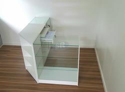 Caixa vitrine, cantoneira e vitrine