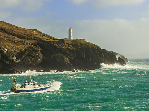 Ardnakinna Lighthouse on Bere Island, a welcome Beacon to Boats