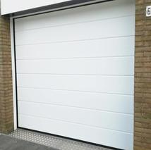 5b. witte garagedeuren.jpg