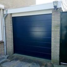 2a. zwarte garagedeuren.jpg