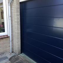 2b. zwarte garagedeuren.jpg