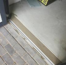 5c. Openslaande kunststof garagedeuren -