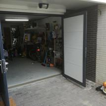 5b. Openslaande kunststof garagedeuren -