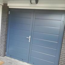 5a. Openslaande kunststof garagedeuren -