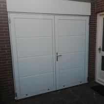 4b. Openslaande kunststof garagedeuren -