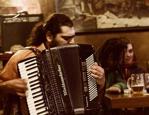 slepý akordeonista Mário Bihári