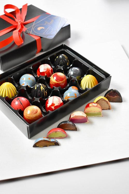 Selection box of 16 bonbons