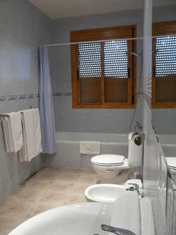 bathroom/ baño