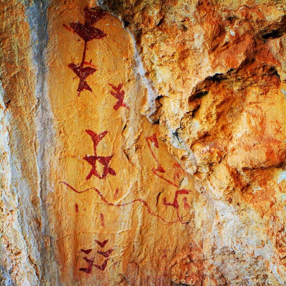 Arte rupestre en cuevas Los Letreros