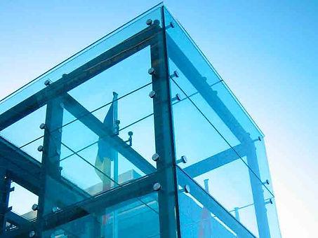 Остеклени лифтовых шахт, облицовка стеклянными панелями