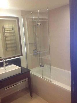 Штора для ванны из стекла