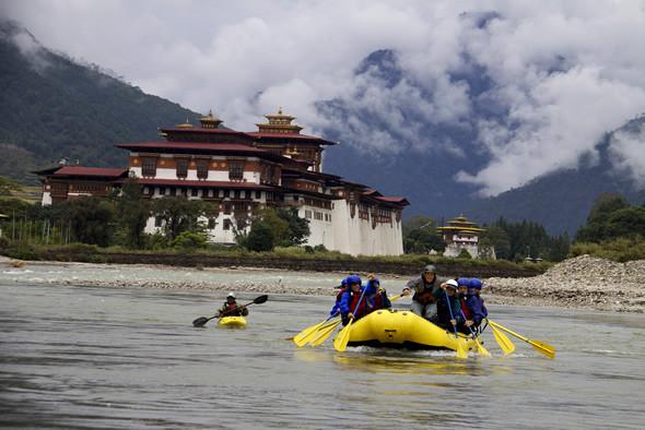 Rafting-and-Kayaking-in-punakha