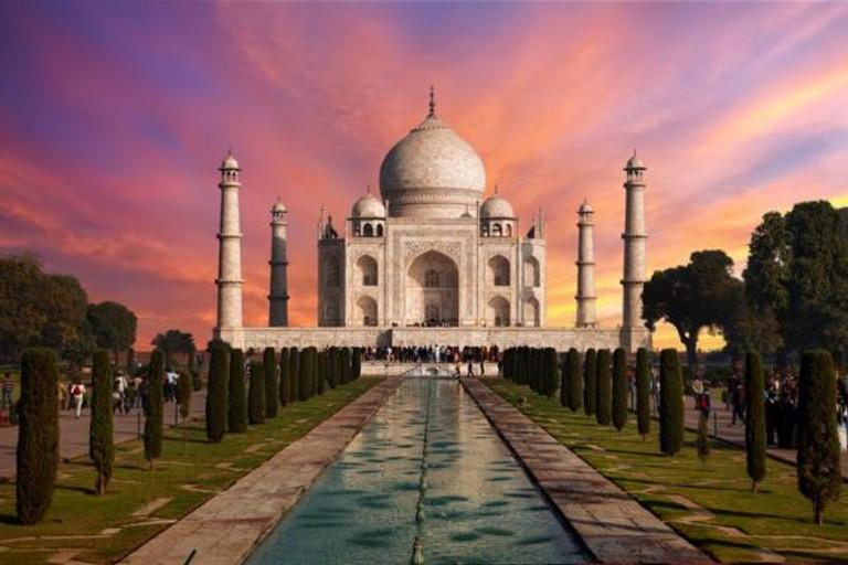 sunrise-at-taj-mahal--agra--uttar-pradash--india-583682538-5b91840bc9e77c0050bdc67b