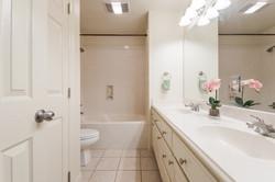 12 - Extra Bathroom-8406 (1280x853)