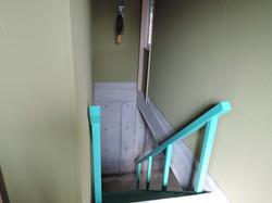 階段室と吊り上げ用ウィンチ