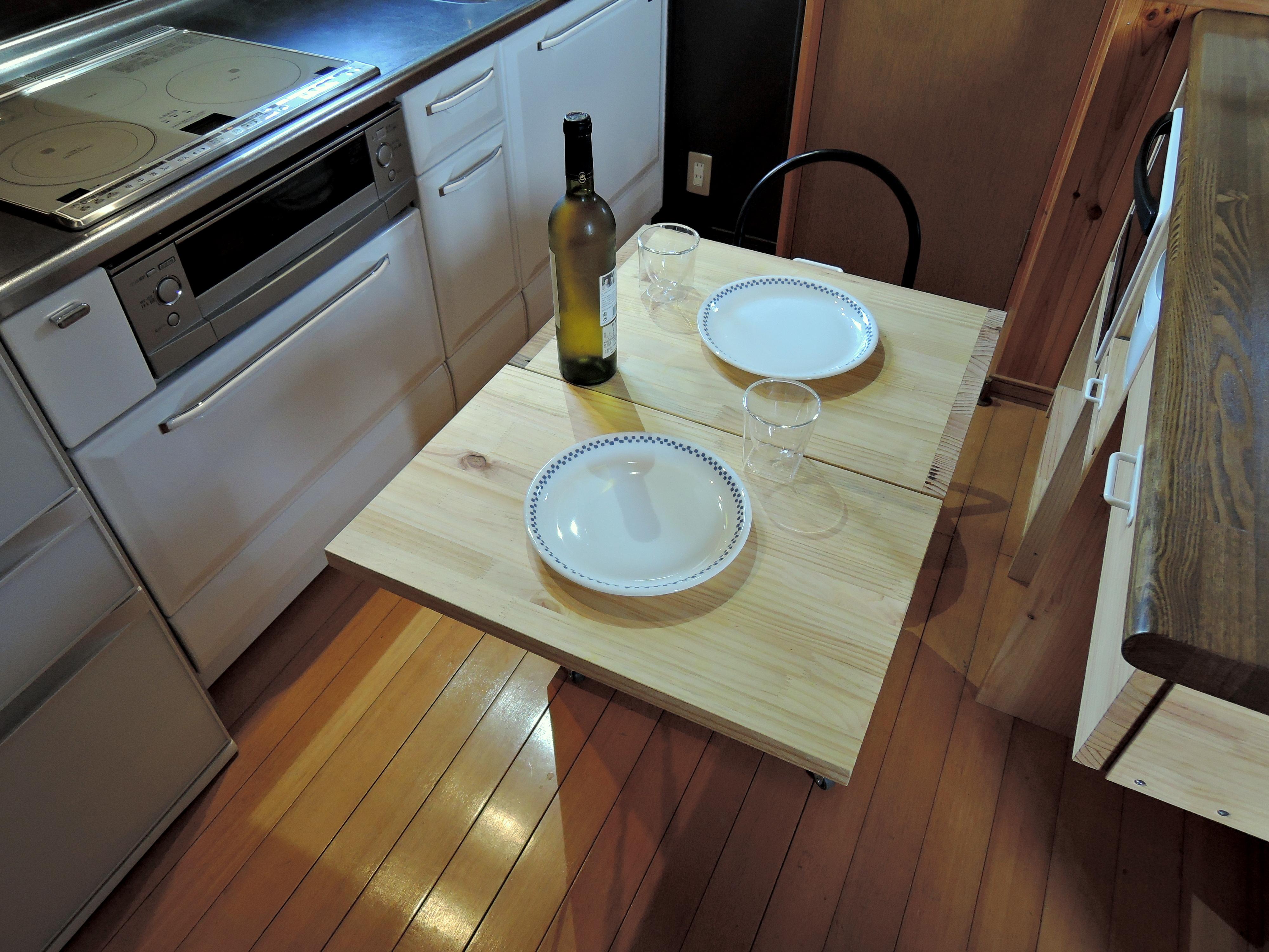 軽食のテーブルとして