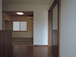 玄関から和室へ