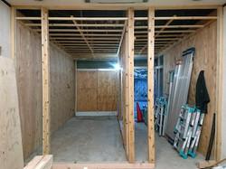 間仕切壁と天井下地工事