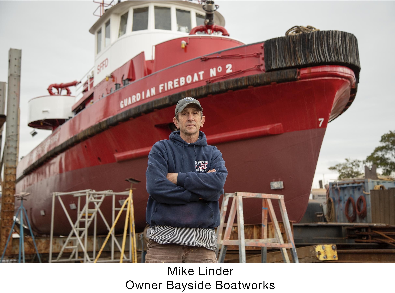 Mike linder med fireboat lorez.png
