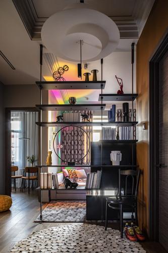 Вид из прихожей на гостиную и кухню