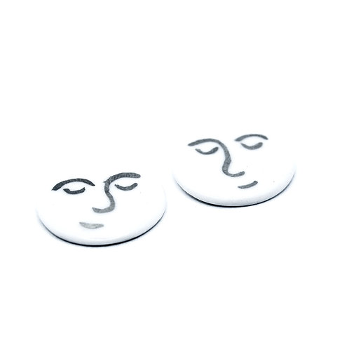 CALM FACE STUD EARRINGS