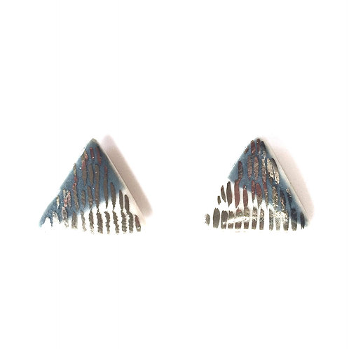 Triangle stud - platinum lustre N0 5