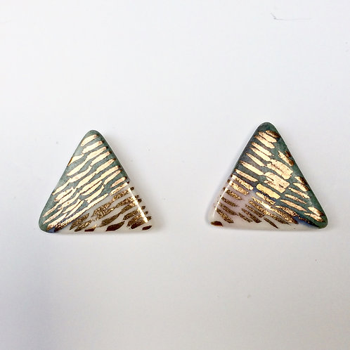 Triangle Studs - real gold lustre N0 3