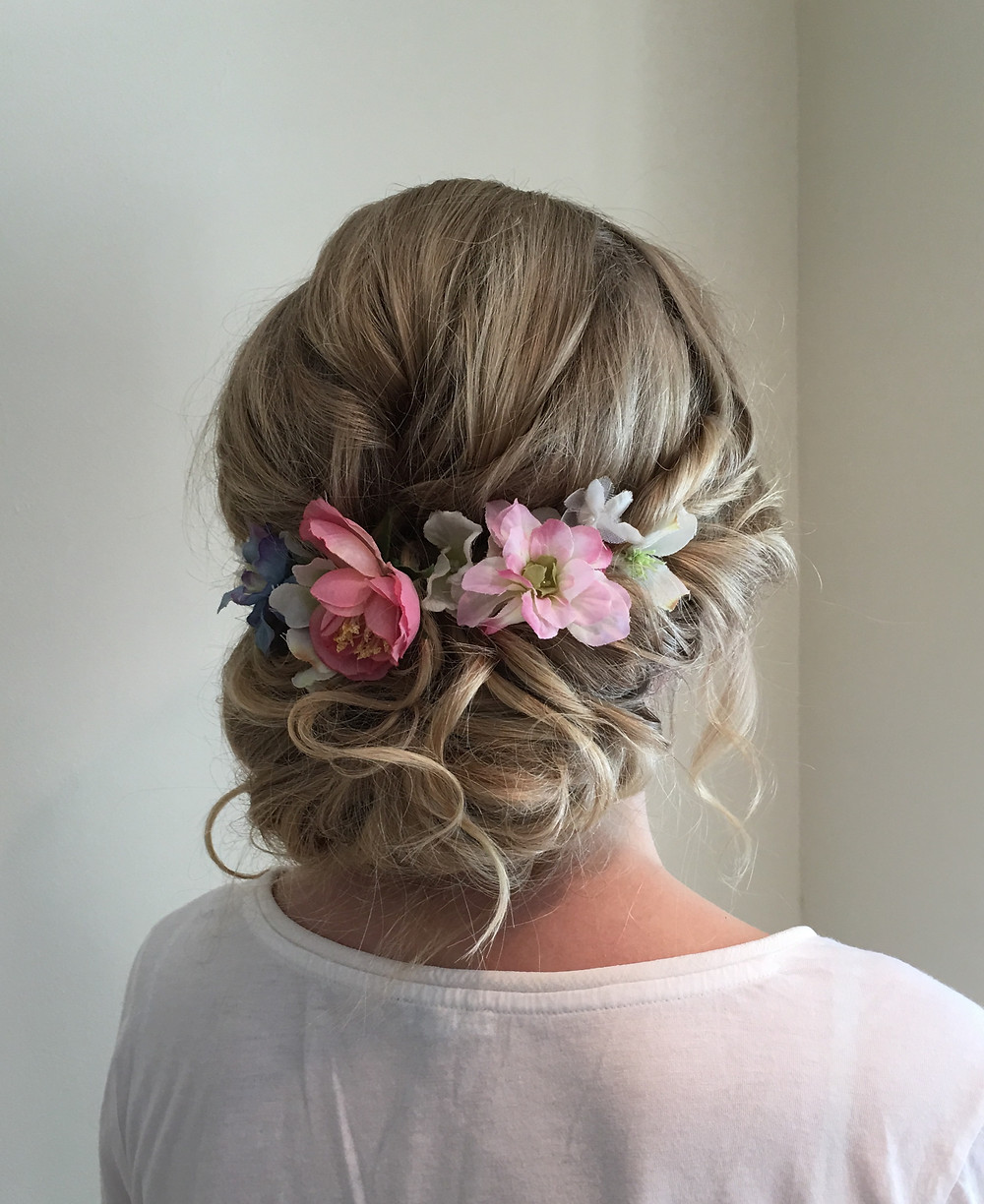 Messy wedding hair with flowers