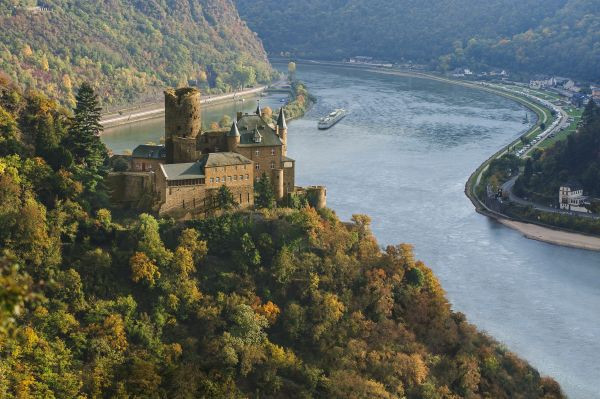 Choose a river: Rhine for the most castles