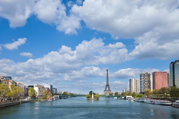 Choose a Seine river cruise to explore Paris