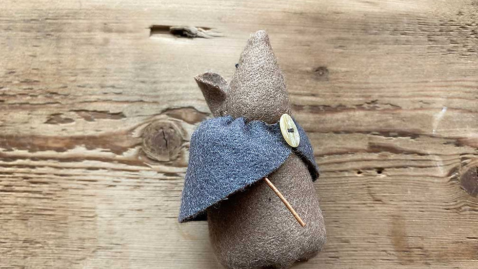 Mouse in Cloak 'felt' (Dot)