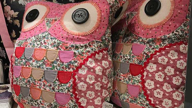 Owl cushion Pink (Sass & Belle)
