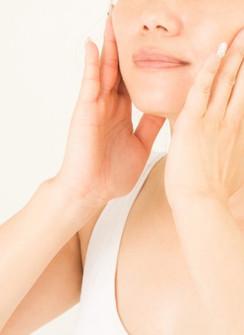 60オーバー女子のお肌はなぜシワになる?弱酸性のスキンケアが良い理由