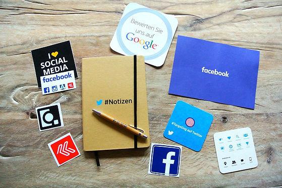 Social Media Facebook Google (Foto)