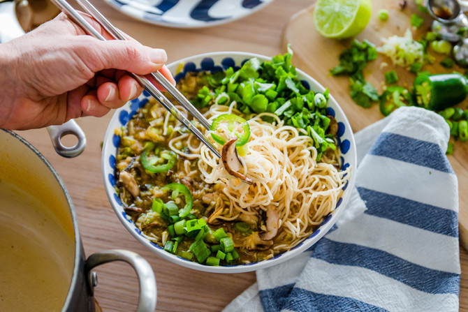HOW TO MAKE HEALTHY PLANT BASED RAMEN - UNDER 30 MIN MEALS FOR 2