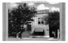 Art Deco postcard of a near-Deco Carnegie library in Gainesville, TX.