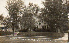 Photo postcard of L.D. Fargo Library, Lake Mills, WI