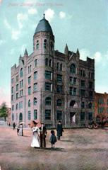Postcard features the Sioux City, IA City Hall and Library complex.